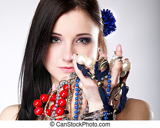 été, girl, abondance, de, bijoux, perles, dans, mains