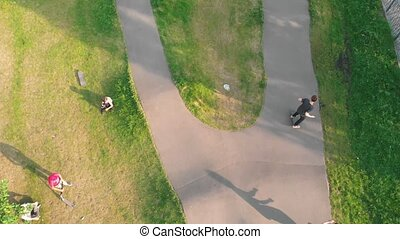 été, hommes, jeune, park., vert, skateboarding