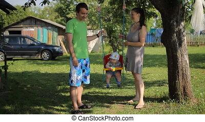 été, jardin, famille, cavalcade, avoir, balançoire, amusement, jour, heureux