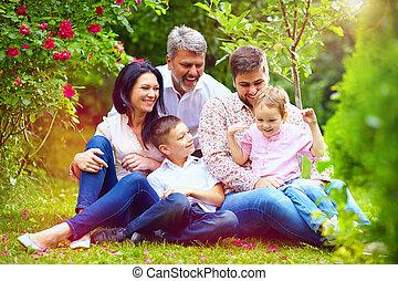 été, jardin, famille, grand, ensemble, heureux