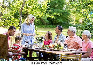 été, jardin, famille, ou, dîner, avoir, heureux