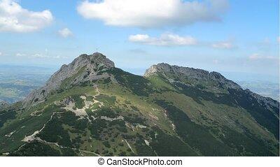 été, jour ensoleillé, montagnes