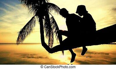 été, lent, silhouette, fille, famille, asseoir, vacation., arbre, motion., père, jeune, surprenant, sien, paume, amusement, pendant, sunset., avoir, 1920x1080, heureux