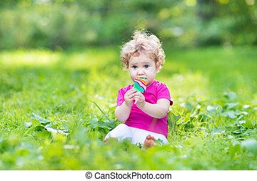 été, manger, bouclé, ensoleillé, parc, bonbon, dorlotez fille, adorable