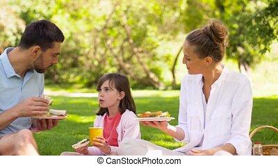 été, manger, famille, parc, sandwichs, pique-nique