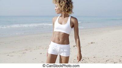 été, marche, femme, plage, jeune