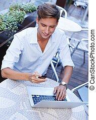 été, mobile, ordinateur portable, jeune, téléphone, homme, café, beau