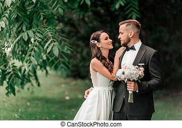 été, nouveaux mariés, couple, parc, fond, portrait, heureux