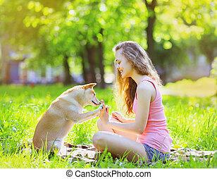 été, parc, ensoleillé, chien, amusement, girl, avoir, heureux