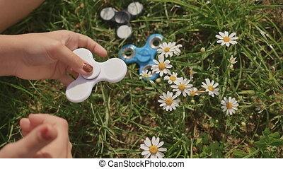 été, pelouse, blanc, ensoleillé, jeune, fileur, girl, day., jouer
