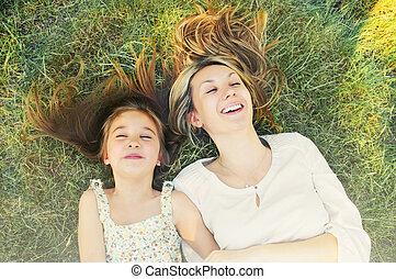 été, peu, elle, jour ensoleillé, mère, amusement, girl, herbe, avoir, heureux
