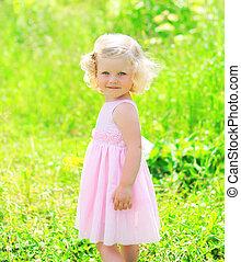 été, peu, ensoleillé, enfant, portrait, girl, herbe, robe