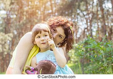 été, peu, fille, parc, ensoleillé, jeune, jouer, mère, jour