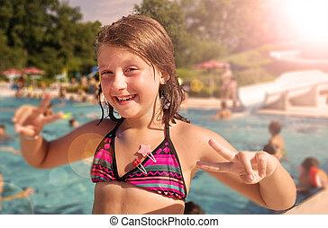 été, peu, fille souriante, apprécier, jour, piscine