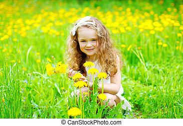 été, peu, fleur, pissenlit, enfant, ensoleillé, jaune, dehors, portrait, girl, herbe, jour