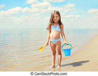 été, peu, jouets, ensoleillé, jouer, mer, enfant, amusement, girl, plage, avoir, jour
