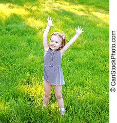 été, peu, jour ensoleillé, enfant, amusement, girl, herbe, avoir