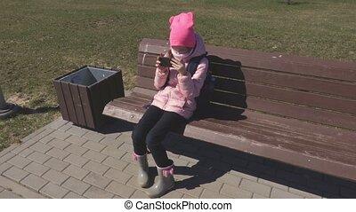 été, peu, smartphone, dehors, utilisation, girl, jour
