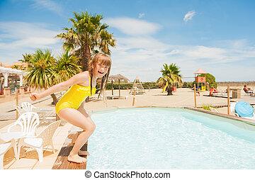 été, peu, vacances, avoir, jour ensoleillé, amusement, girl, adorable, mare jouant, gentil
