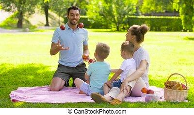 été, pique-nique, famille, parc, avoir, heureux