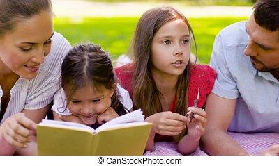 été, pique-nique, famille, parc, livre, lecture