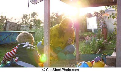 été, rayons, soleil, enfant, jeune, jour, cour de récréation, mère, sandbox., jouer