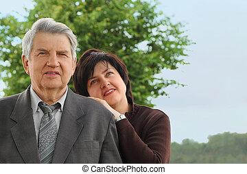 été, sien, fille, ciel, penche, complet, arbres, portrait, vieux, personne agee, épaule, adulte