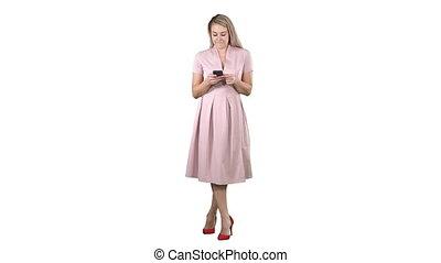 été, sourire, jolie fille, mobile, texting, arrière-plan., téléphone, portrait, utilisation, message, blanc, vêtements