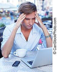 été, tasse, ordinateur portable, jeune homme, café, beau