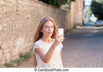 été, ville, selfie, téléphone, prendre, mains, girl
