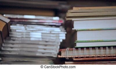 étagère, disques, livres, tas