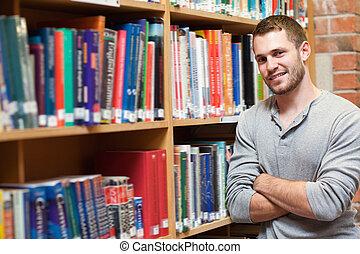 étagère, pencher mâle, sourire, étudiant