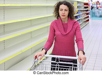étagères, charrette, femme, vide, jeune, magasin