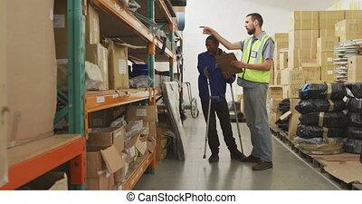 étagères, ouvriers, vérification, ensemble