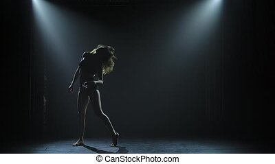 étape, enfumé, danse, exécuter, stage., ou, vogue, spotlights., contemporain, jeune femme, moderne, danseur, danse, dance., sombre