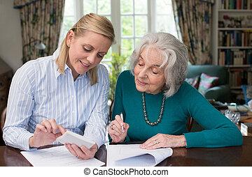 ételadag, senior woman, aktagyártás, szomszéd