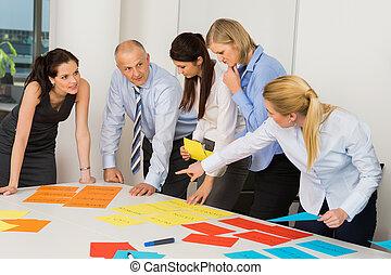 étiquettes, discussion affaires, équipe