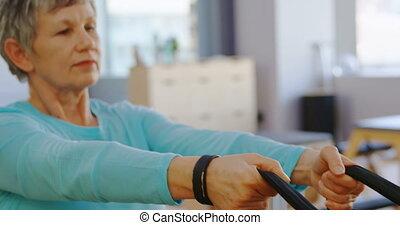 étirage, 4k, exercice, personne âgée femme