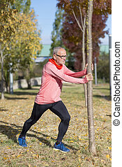 étirage, après, parc, jogging, homme aîné
