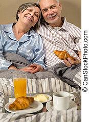 étkezési, croissant, párosít, nyugdíjas, reggeli, boldog