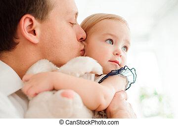 étreindre, sien, baisers, peu, daughter., papa