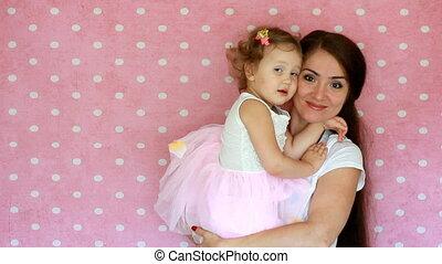 étreinte, mère, daughter., motherhood., maman, enfant, jeu, kiss.