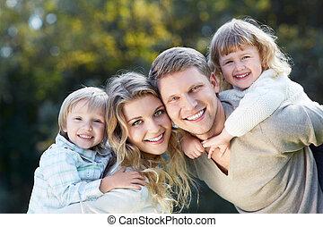 étreintes, famille