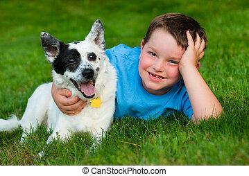 étreintes, sien, affectueusement, chouchou, chien, enfant