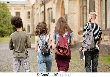étudiant, aller, amis, university., ensemble