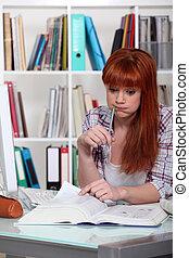 étudiant, bibliothèque, accentué