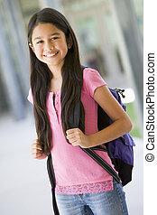 étudiant, debout, dehors, école, sourire, (selective, focus)