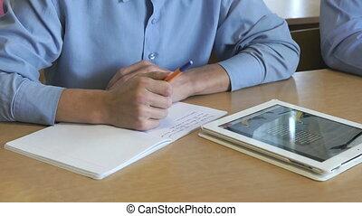 étudiant, information, regarde, tablette, utilisation
