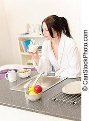 étudiant, jeune, avoir, petit déjeuner, girl, cuisine