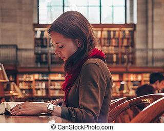 étudiant, jeune, bibliothèque